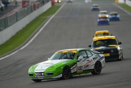 Auch im belgischen Spa Francorchamps kann Marcel Hoppe seine Siegesserie im Fleper Porsche 944 Turbo ungehindert fortsetzen. (Foto: BRfoto)