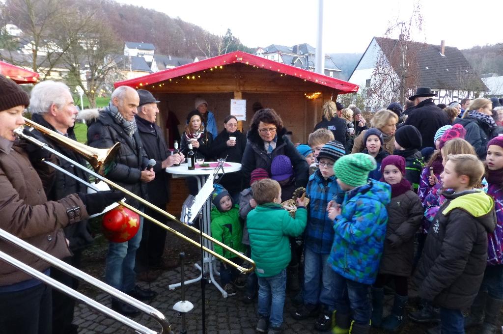 Bild von Kleiner Weihnachtsmarkt in Oedingen mit Übergabe der Glocken 2015 durch den Kindergarten und die Grundschule