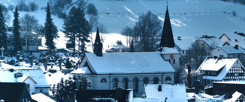 Bild von Winterzeit in Oedingen – Blick auf St. Burchard