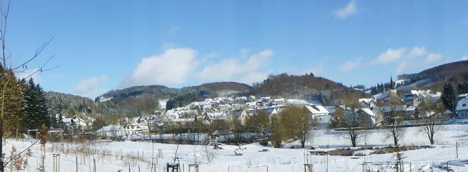 """Winterzeit in Oedingen – Blick auf Oedingen von der """"bespielbaren Landschaft"""" Fabri´s Wiese"""