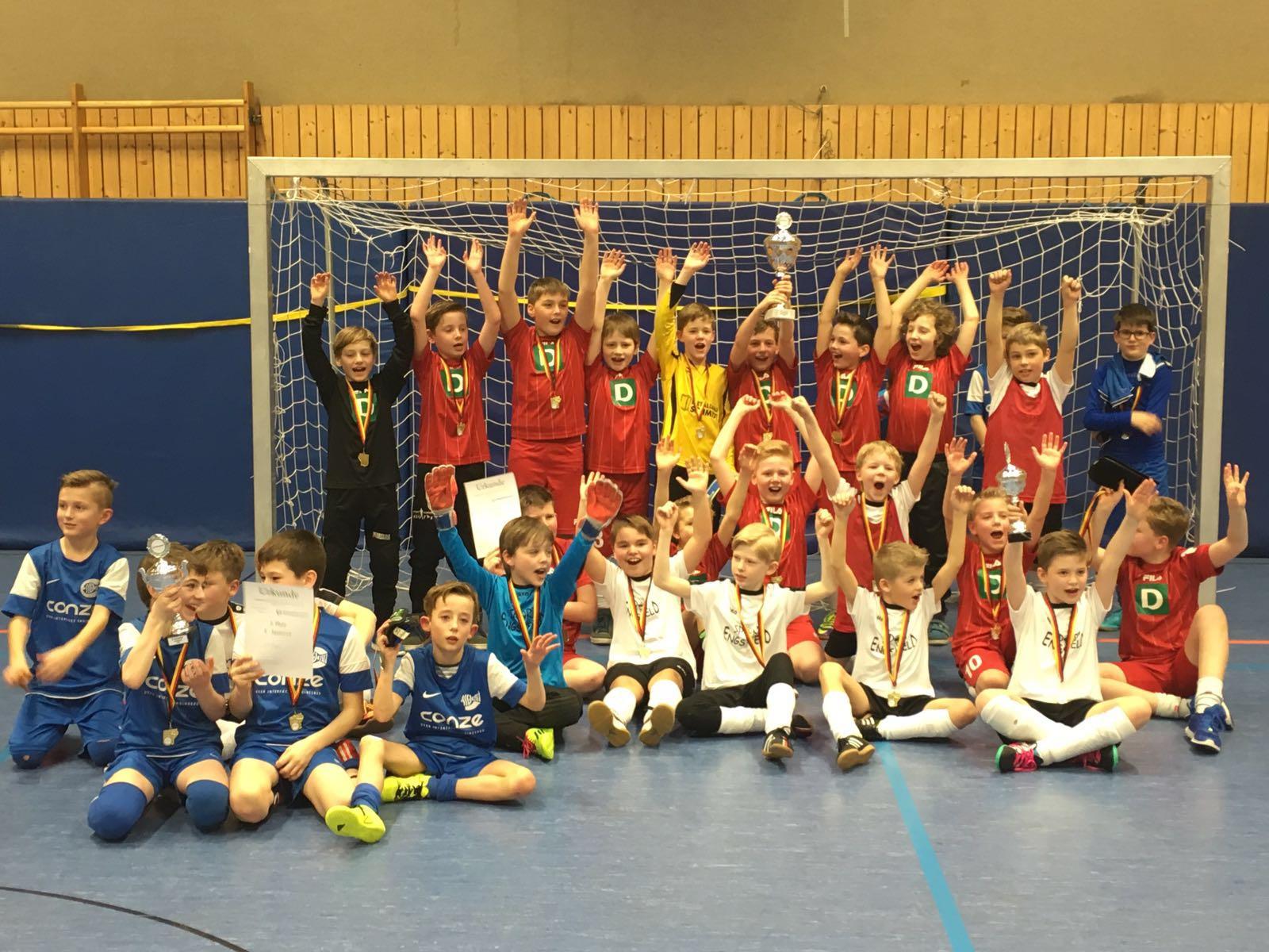 Bild von E- und G-Jugend bei Hallenmeisterschaften der Stadt Lennestadt erfolgreich
