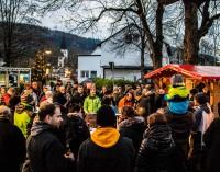 Kleiner Weihnachtsmarkt 2016 – Kindergarten und Grundschule übergeben die Glocken 2016