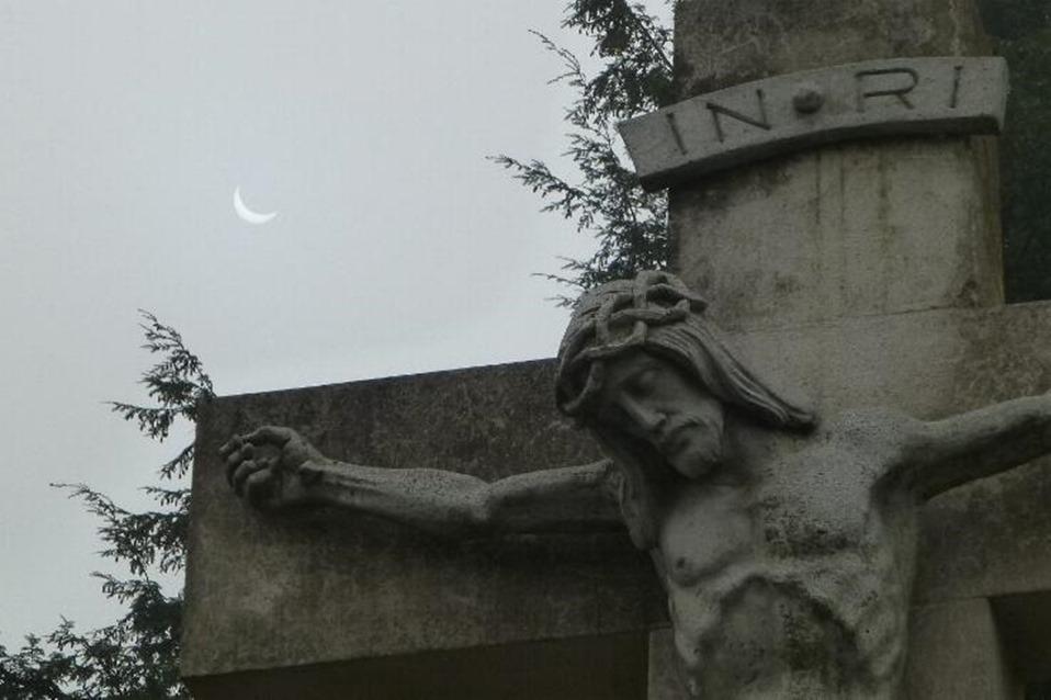 Bild von Gedenkfeier zum Volkstrauertag am Ehrenmal – Bei schlechtem Wetter in der Pfarrkirche