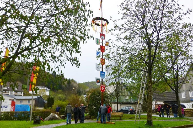 Bild von Maibaum aufstellen am 30. April und Wandertreff am Meilerplatz am 01. Mai