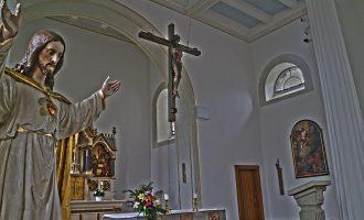 Kreuz mit Oedinger Kreuzreliquie hängt nun wieder über dem Altar – Oedingen.de schließt das Tagebuch zur Kirchenrenovierung