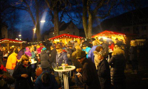 Weihnachtsmarkt in Oedingen mit Übergabe der Glocken 2017durch den Kindergarten und die Grundschule