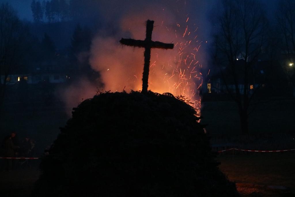Bild von Aufbau des Osterfeuers am Samstag, 13.04.2019